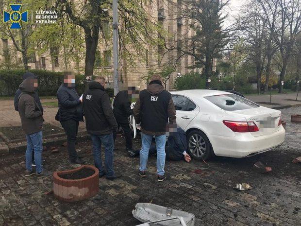 СБУ задержала мошенника, который под видом чиновника продавал должности кандидатам из Харьковской области