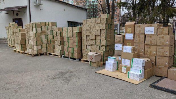 Харьковской областной инфекционной больнице передали тысячи респираторов, костюмы биозащиты и все необходимое для ИВЛ