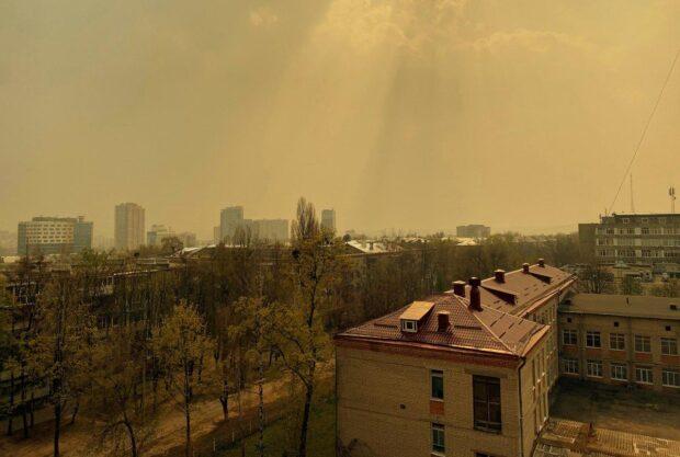 Последствия масштабных лесных пожаров на Житомирщине докатились и до Харькова: город окутал смог