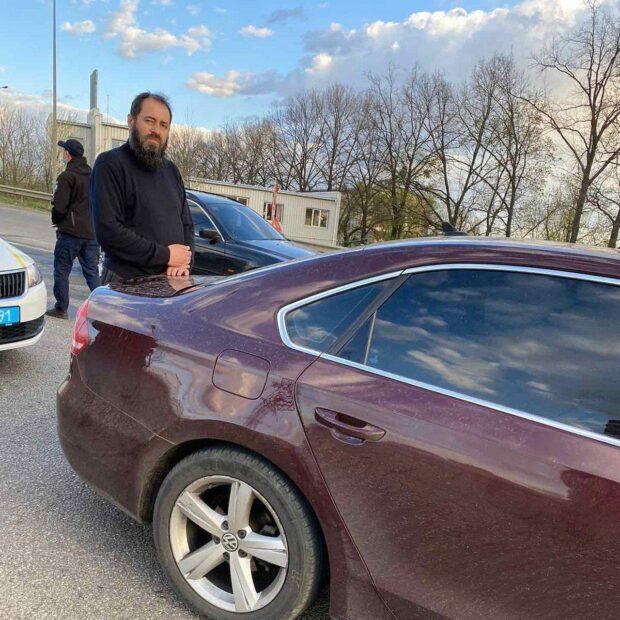 В Харькове патрульные оставили автомобиль с пьяным священником за рулем