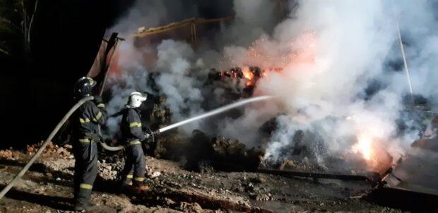 В Харькове горел ангар канатного завода