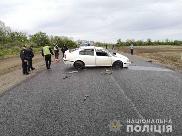 Под Харьковом на трассе перевернулся автомобиль: водитель погиб