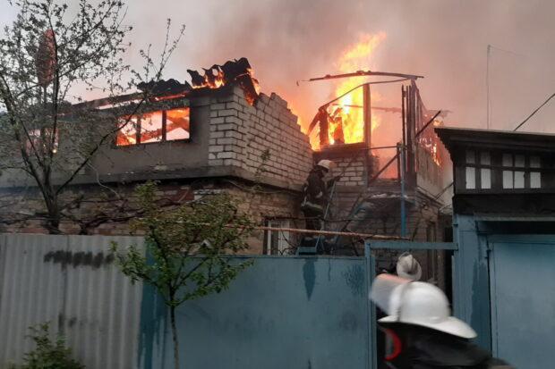 В Харькове горел жилой дом: людей эвакуировали через окно