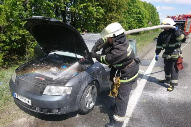 Под Харьковом во время движения загорелся автомобиль