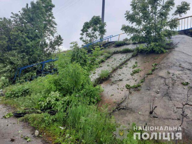 Под Харьковом водитель не справился с управлением и вылетел в кювет