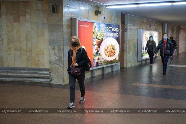 Масочный режим и дистанция между пассажирами: в Харькове запустили метро