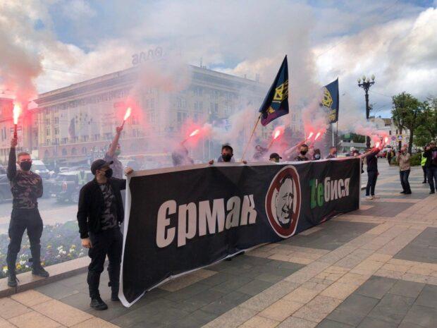 Под стенами Харьковской ОГА требовали увольнения Андрея Ермака