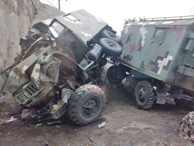 Четверо военных пострадали в аварии на Харьковщине
