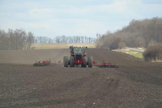 Харьковские аграрии засеяли яровыми культурами уже более 425 тысяч га