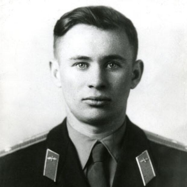 Летчик-космонавт Валентин Бондаренко