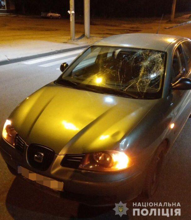 На Салтовке на пешеходном переходе сбили парня и девушку