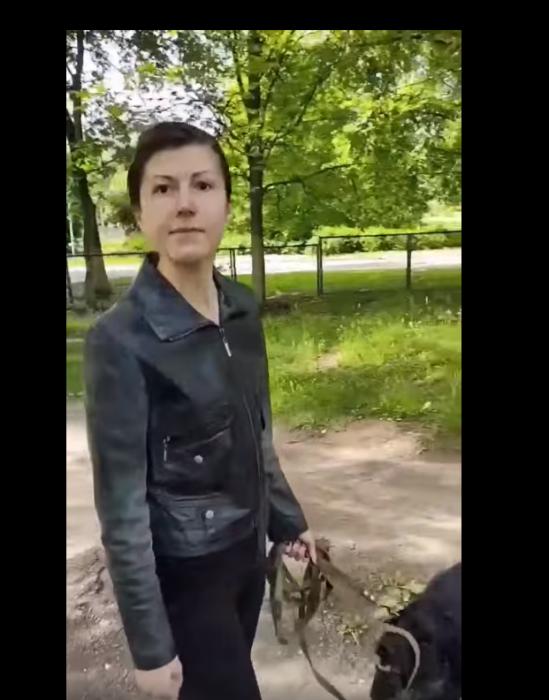 """В Харькове фразой """"е*бучая Украина"""" девушка возмутилась замечанию о выгуле собаки на территории школы"""
