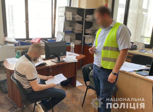 В Харькове на взятке поймали чиновника