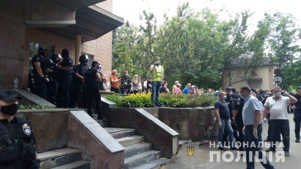 Столкновения у диспансера в Харькове: полиция открыла три уголовных дела