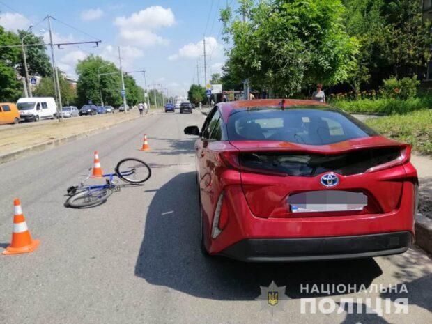 В Харькове пьяный мужчина врезался в дверь открытого автомобиля и погиб