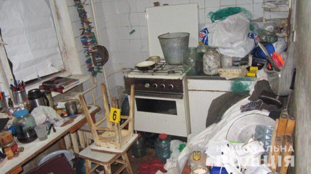 В Харькове мужчина неделю скрывал смерть своих родителей и пытался совершить суицид