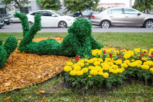 Харьков украшают цветочными фигурами