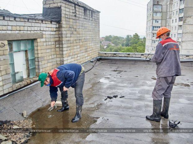 Харьковчан просят не засорять мусором водостоки