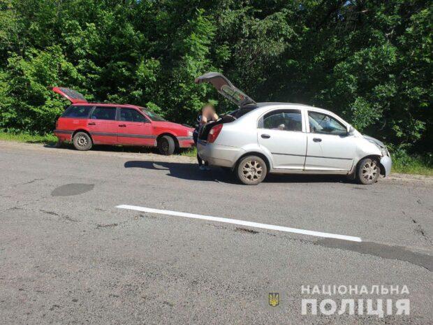 Под Харьковом мужчина бросился под колеса автомобиля