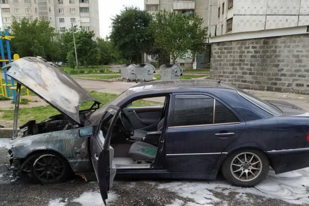 В Харькове ночью сгорело два автомобиля