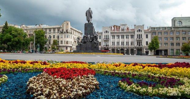 В Харькове высадили более тысячи деревьев и миллион цветов