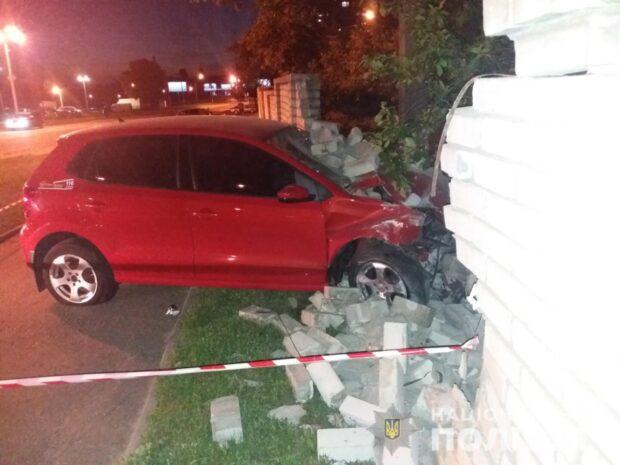 В Харькове водитель не справился с управлением и врезался в забор