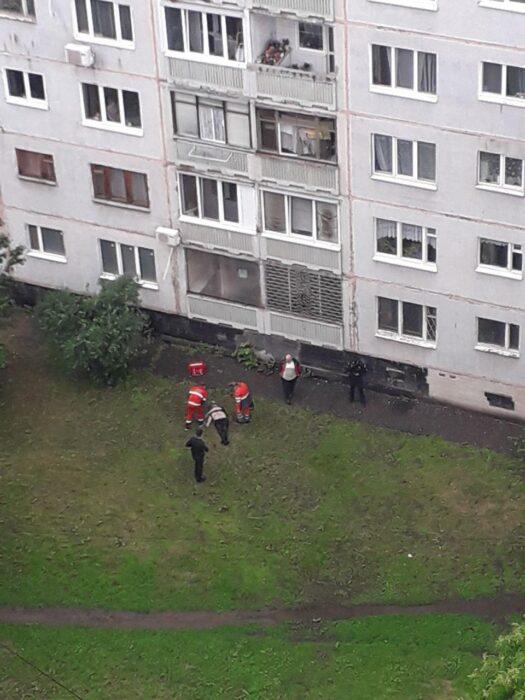 В Харькове мужчина выбросился из окна