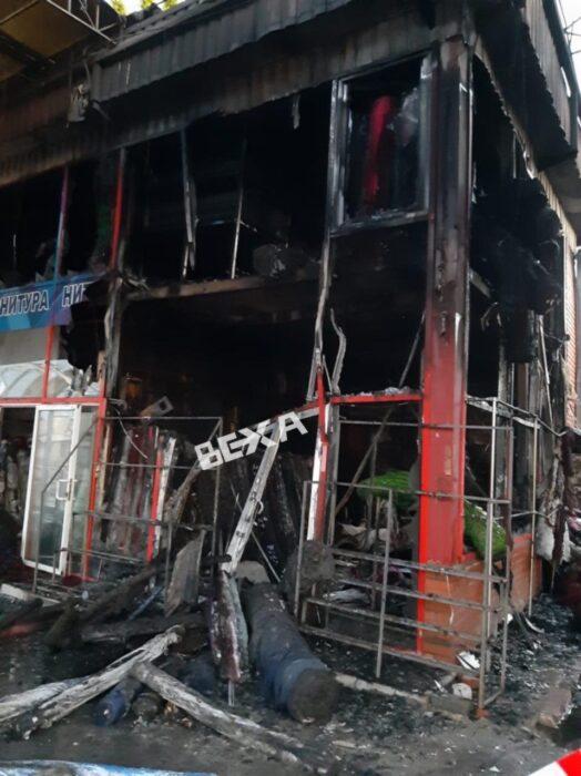 """На """"Барабашово"""" ночью горели торговые павильоны"""