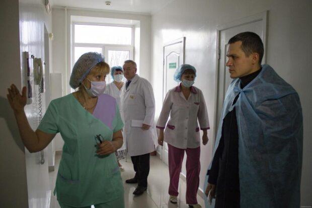 Кучер призвал медиков устраиваться на работу в областную инфекционную больницу