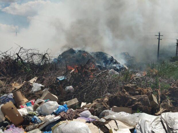 Под Харьковом на свалке произошел масштабный пожар