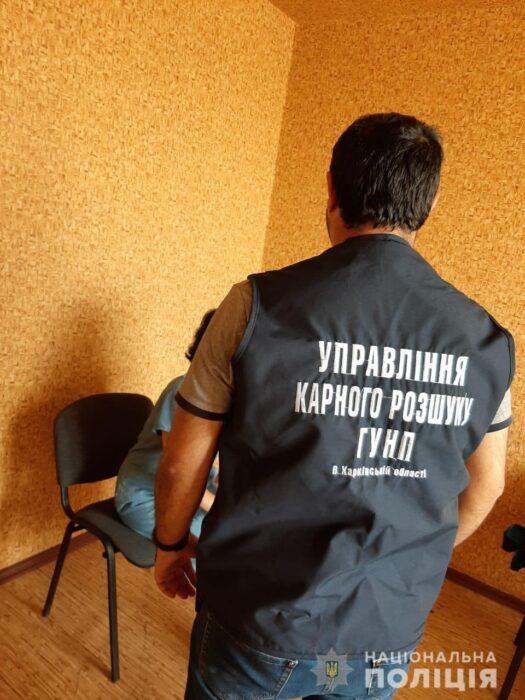 В Харьковской области женщина обманывала пенсионеров: меняла деньги на бумажки