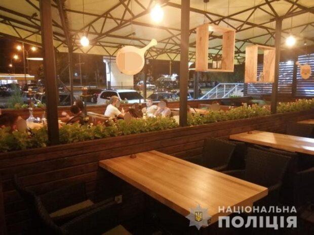 В Харькове полицейские провели ночные рейды по развлекательным заведениям