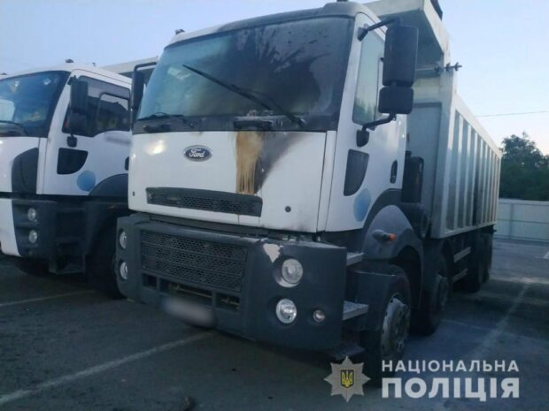 Неизвестные подожгли технику на стройплощадке Барабашово: полиция открыла уголовное производство