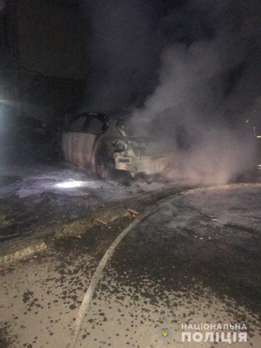 В Харькове ночью сожгли автомобиль