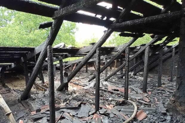 Под Харьковом в результате пожара сгорела крыша дома