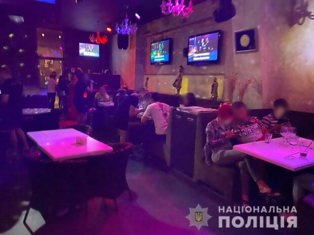 В Харькове полицейские провели рейды по развлекательным заведениям