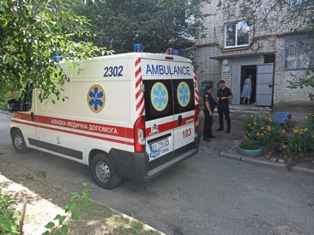 Под Харьковом мужчине дома стало плохо: спасатели попали в квартиру через окно