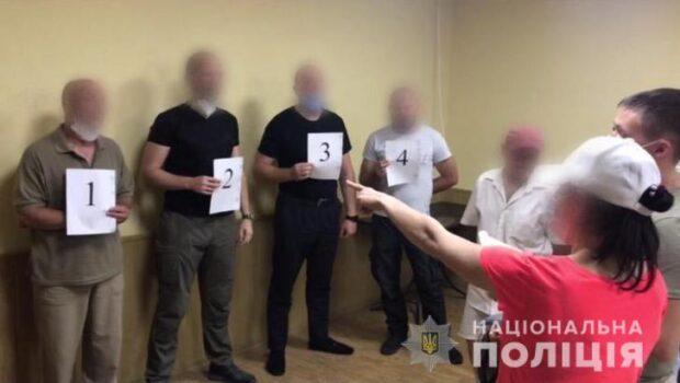 В Харькове подозреваемый в разбое при задержании ударил полицейского электрошокером