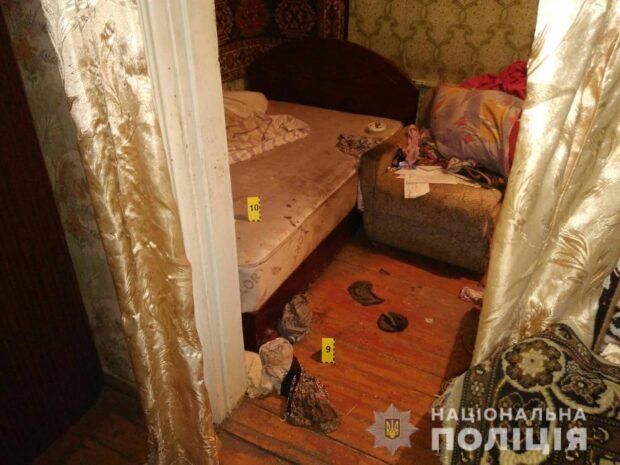 Под Харьковом неизвестный проник в дом бабушки, избил ее и ограбил