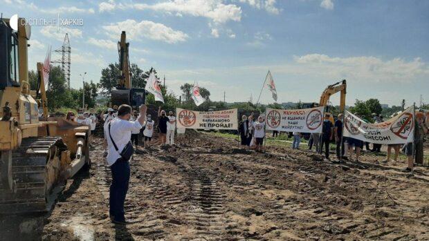 В Харькове противники строительства дороги через «Барабашово» препятствуют технике