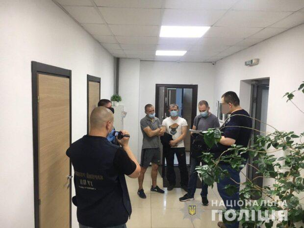 В Харькове у бизнесмена вымогали 40 тысяч евро и 1,6 млн гривен
