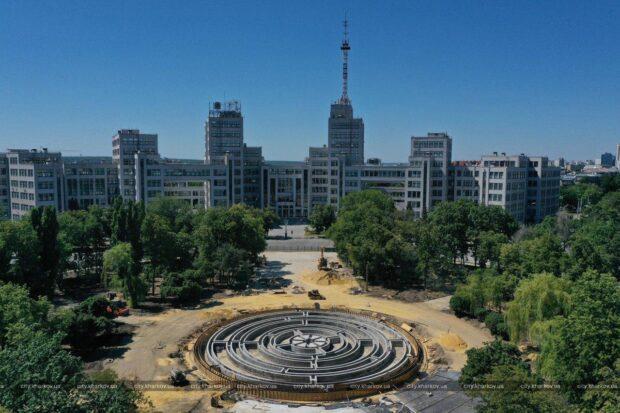 Фонтан на площади Свободы откроют этим летом - мэрия (фото)