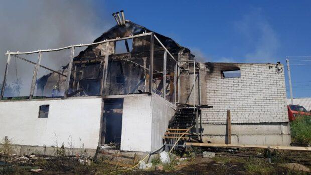 Под Харьковом сгорел двухэтажный дом
