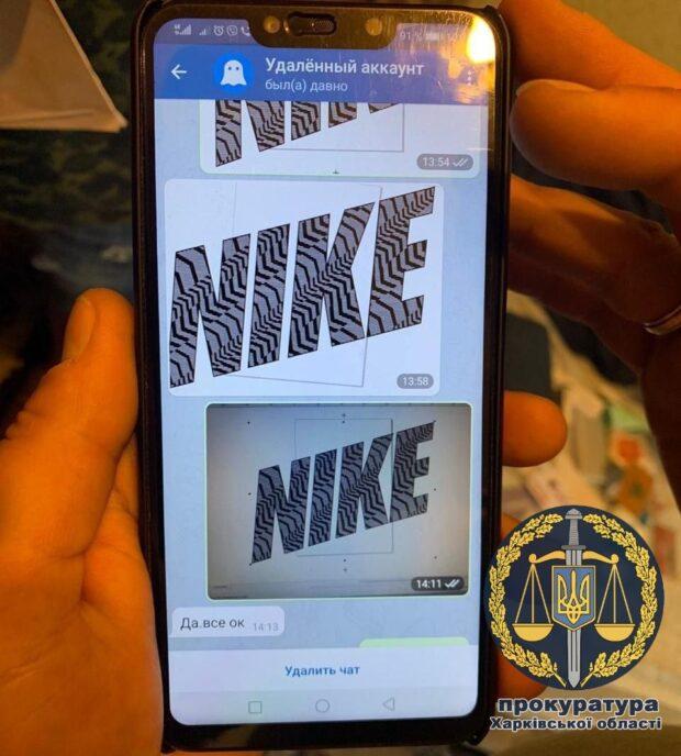 В Харькове обнаружили цех, где шили фейковые бренды Nike и Adidas