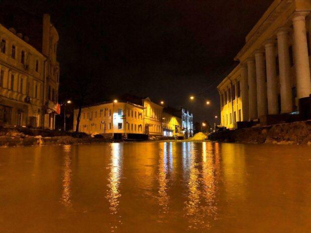 Ливень в Харькове: водой затопило подъезды, улицы и рынки