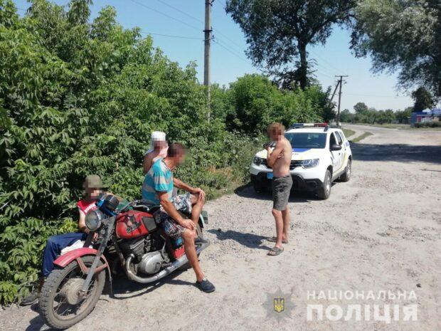 В центре Чугуева остановили пьяного мотоциклиста, который ехал на пляж