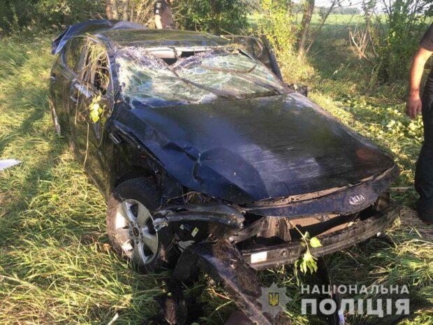 Под Харьковом женщина съехала в кювет и столкнулась с деревом