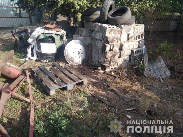 Под Харьковом мужчина во дворе дома разбирал артиллерийский снаряд: в результате взрыва он погиб