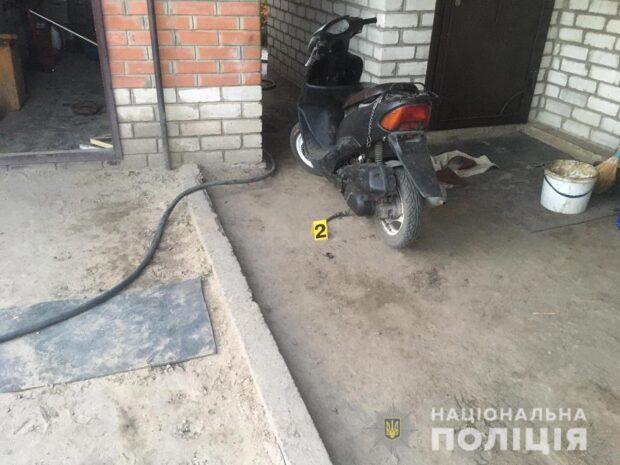 Под Харьковом мужчина в ходе ссоры ударил своего сына кухонным ножом