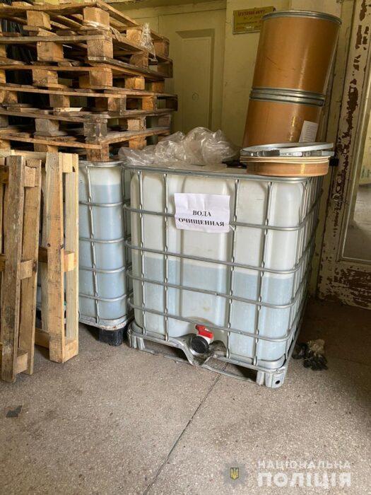 Под Харьковом на предприятии, которое находится на стадии банкротства, незаконно изкоготавливали дезинфицирующие средства